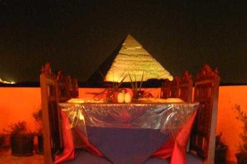 Barry's Oriental Restaurant: Front-Row View of the Pyramids