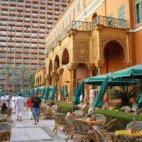 Garden Promenade Cafe: Great Outdoors, Poor Food