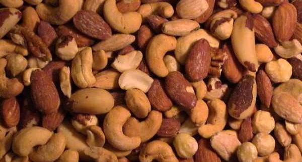 Nut Shop: Fresh Cashews and Pistachios