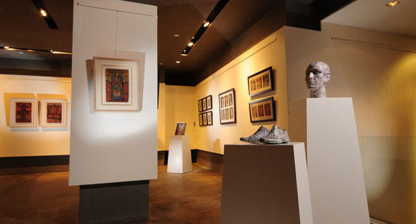 Tache Art Gallery: Upscale Art Gallery on Outskirts of Cairo