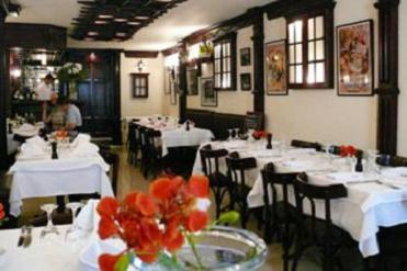 Au Petit Bistro: Tiny French Dining Spot in Mohandiseen