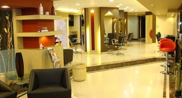 Jacques Moreno: Plush Beauty Salon in Dodgy Zamalek Mall