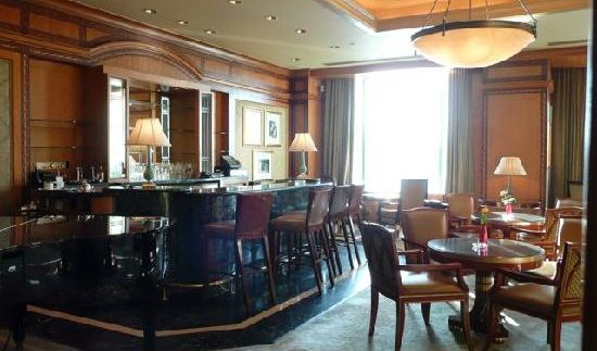 The Bar: Expensive Drinks at the Four Seasons Nile Plaza