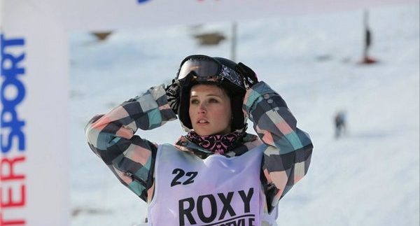 Chalet Girl: Charming But Predictable Snowboarding Rom-Com