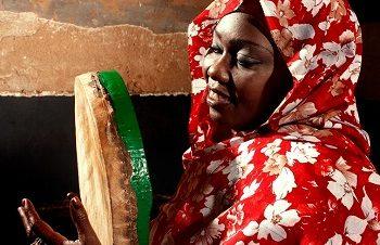 أغاني شعبية سودانية مع سلمى العسل في مكان