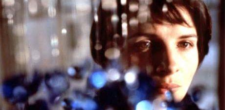 """عرض فيلم """"ثلاثة ألوان: أزرق"""" في مركز درب 17 18"""