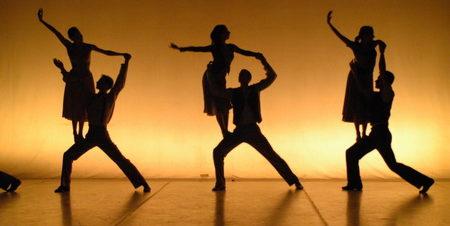 """مهرجان وسط البلد للفنون المعاصرة: """"برنامج الرقص في المدينة"""" أمام البورصة المصرية"""