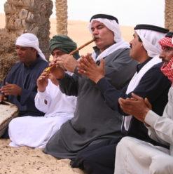 فريق جيري كان البدوي في قاعة الطنبورة