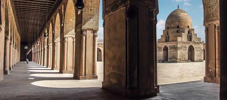 مسجد أحمد بن طولون: تحفة إسلامية بهندسة مسيحية