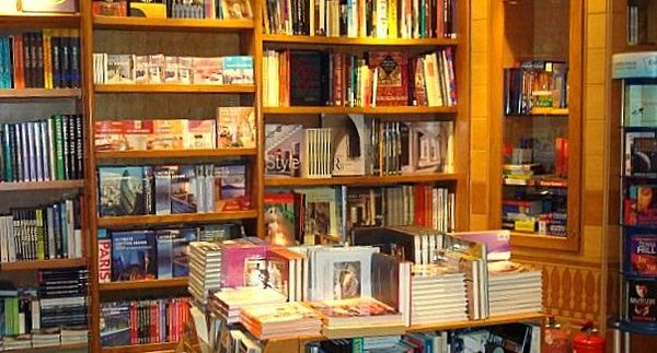 Shorouk Bookstore: Cosy Bookshop in Dandy Mall