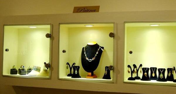 دينا مغاورى: صالة عرض مجوهرات فتحت من جديد فى الزمالك