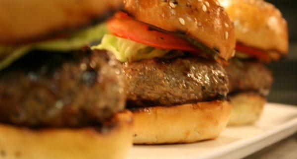 فيس فوود: محل أكلات سريعة محتاج إعادة نظر في مصر الجديدة
