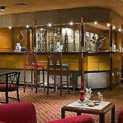 Corniche Bar: Gloomy Bar in Sofitel Maadi Towers