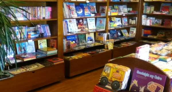 Al-Balsam Bookshop: Snug Bookshop in Dokki