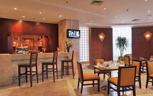 Chit Chat: Simple Bar at the Safir Hotel in Dokki