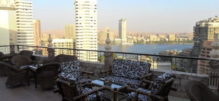 Brown Lounge: Basic Rooftop Bar at El Tonsy Hotel in Dokki