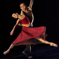 عرض لفرقة الرقص الحديث بمسرح الجمهورية