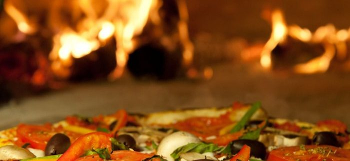 فايرستون: بيتزا ع الحطب وأطباق عالمية في مصر الجديدة