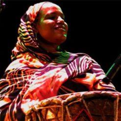 """مهرجان """"حيّ"""" بمسرح الجنينة: حفل عزيزة إبراهيم"""