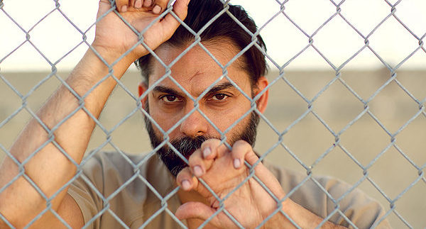 Camp X-Ray: السجن والسجان… والمسجون