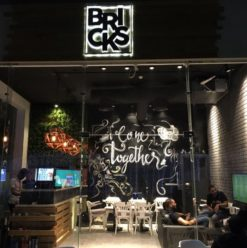 Bricks: Good Atmosphere, Great Food at Beverly Hills' The Walk