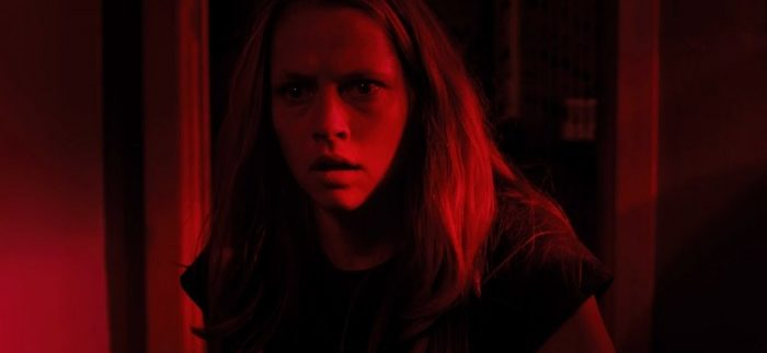 Lights Out: Solid Acting & Atmosphere Cover Cracks of Routine Supernatural Horror