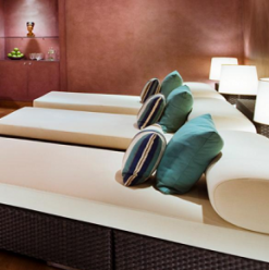 Pamper Your Queen With a Spa Treatment at One of These Luxury Hotels