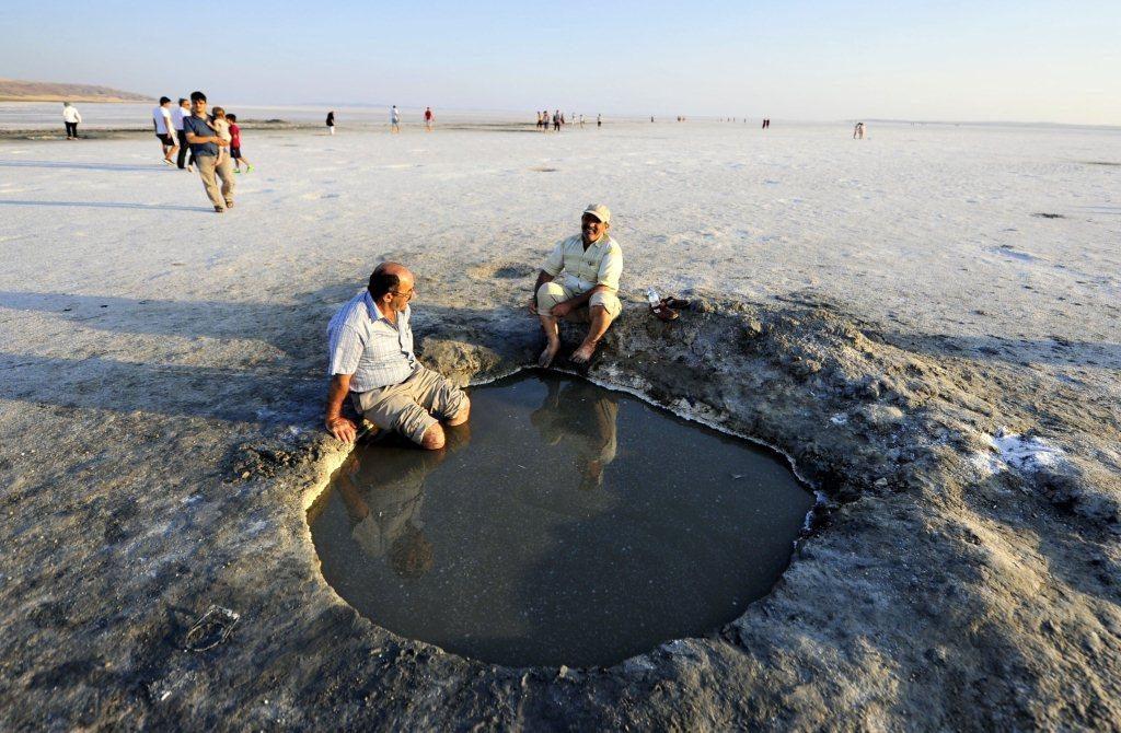 الصورة: العلاج في بحيرة الملح في تركيا