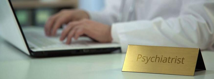 """حكاية """"دكتور بيكا"""".. أول موقع مصري لدعم المراهقين نفسيًا"""
