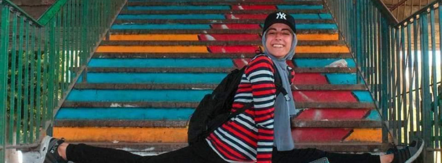 Breaking Taboos: Female Gymnast Rocks the Streets of Cairo
