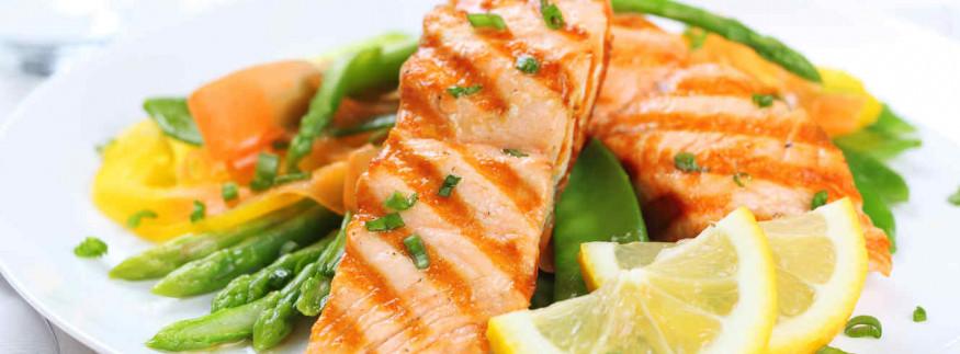مفيد للقلب وبيحارب الاكتئاب… اعرفوا فوائد أكل السمك السحرية