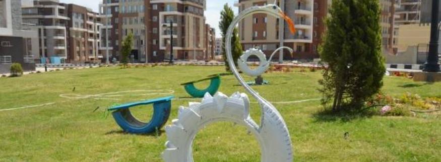 مدينة الشروق أجمل بإطارات العربيات المستعملة (صور)