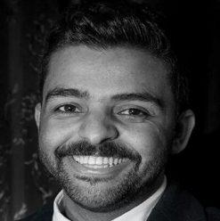 عمرو  حسن في الساقية
