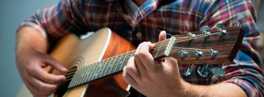 للمبتدئين… أهم النصائح اللي تساعدك تشتري جيتار جديد