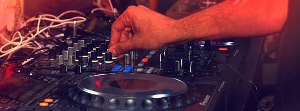 Mashup Thursday ft. DJ AKM @ Bella Figura
