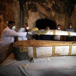 عمره 3000 سنة... الكشف عن تابوت أثري جديد بيضم مومياء امرأة