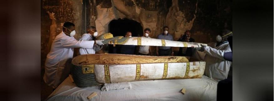 عمره 3000 سنة… الكشف عن تابوت أثري جديد بيضم مومياء امرأة