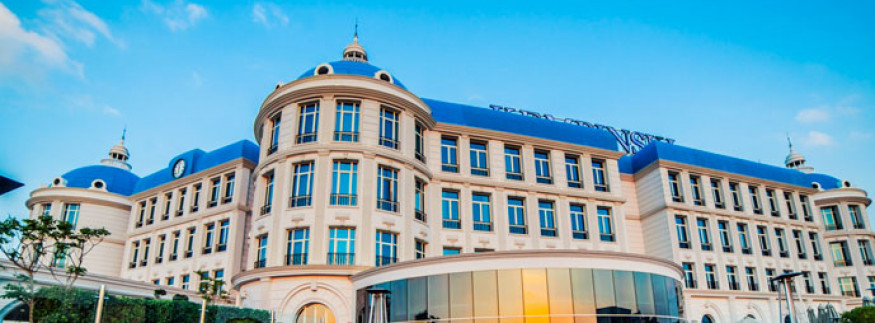 Christmas Is Not Over Yet: Royal Maxim Palace Kempinski Brings to the Table an Offer You Can't Refuse