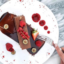 Four Seasons Hotel Cairo at Nile Plaza: Valentine's Day at the Lobby Lounge