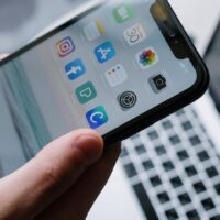 Top 5 Phone Applications That Will Help You Manage Money