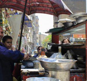 لسحور رمضان.. أشهر 7 عربيات فول في القاهرة